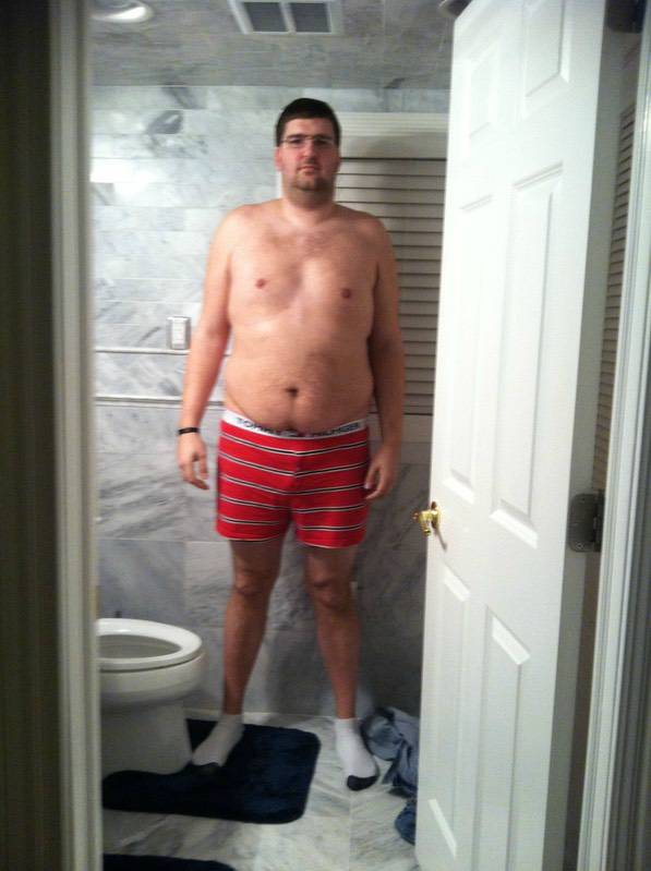 4 Photos of a 6'7 308 lbs Male Fitness Inspo