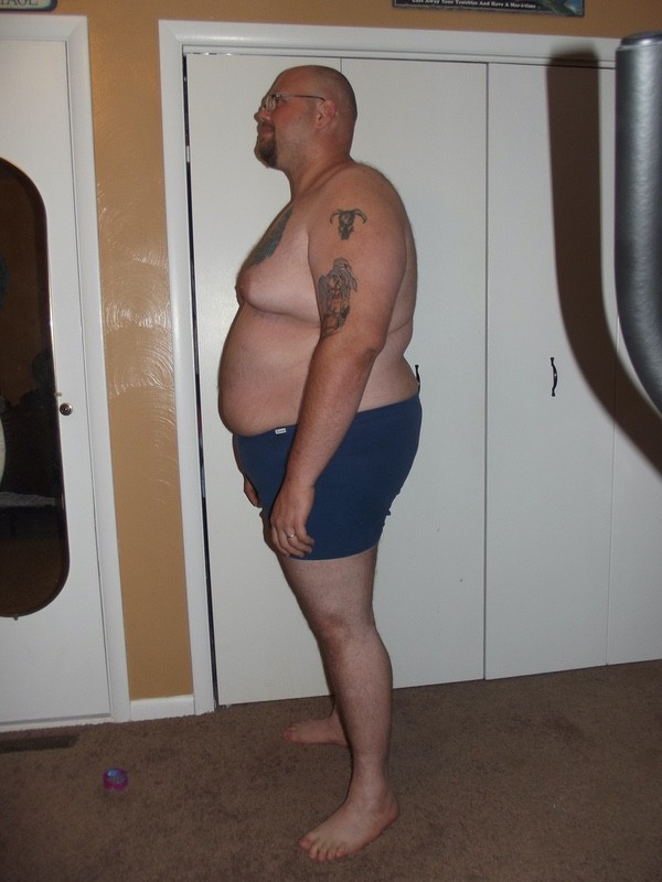 4 Photos of a 440 lbs 6 foot 5 Male Weight Snapshot