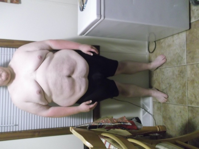 4 Pictures of a 272 lbs 5'5 Male Weight Snapshot